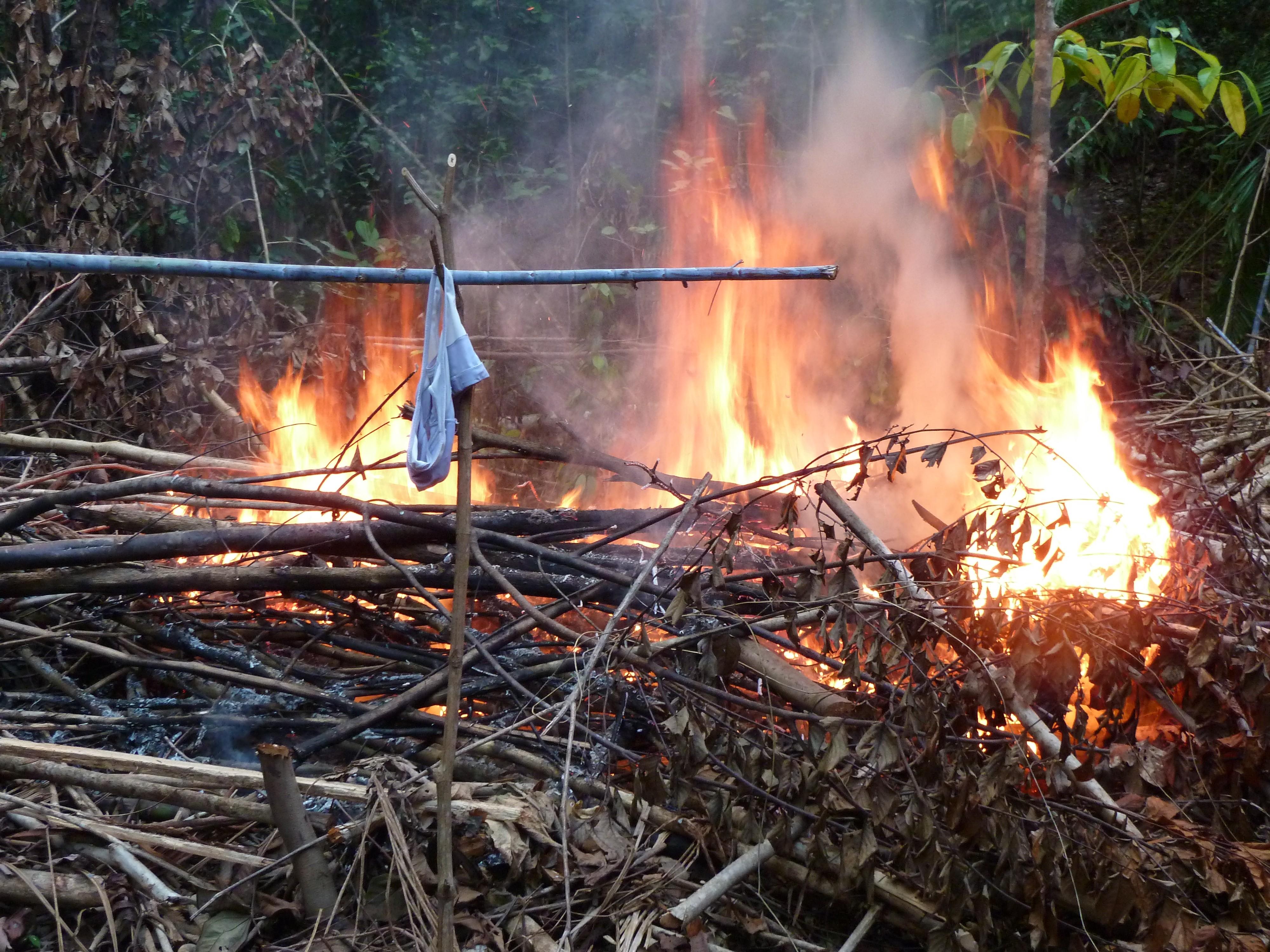 Groot vuur, ook om BH's te drogen