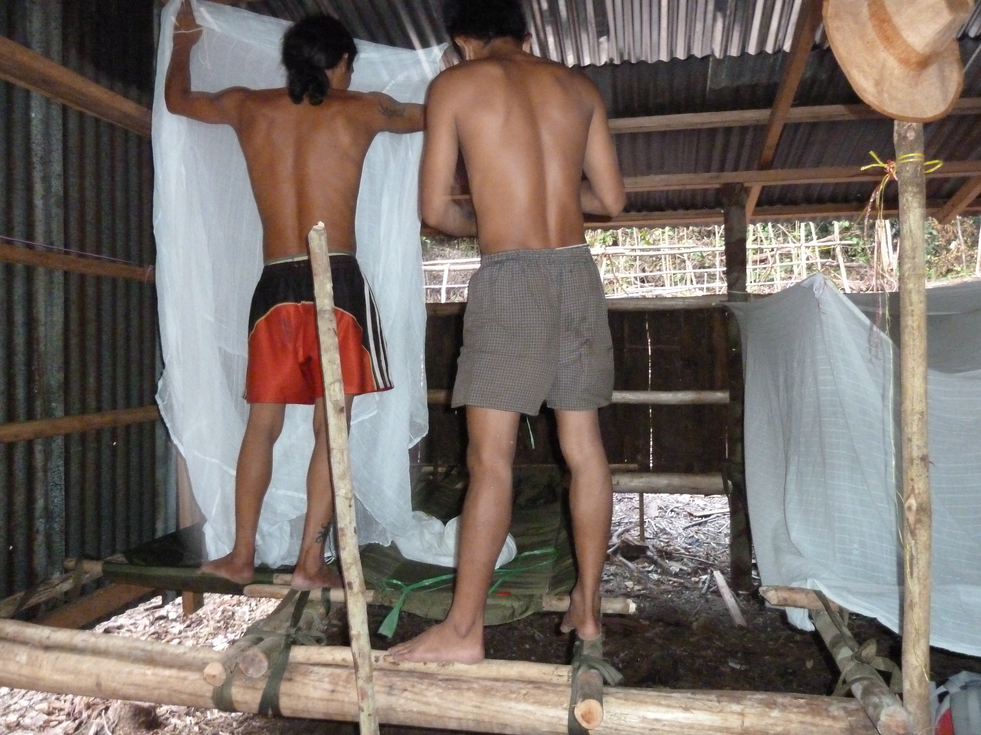 Hangmatten klaarmaken voor de nacht