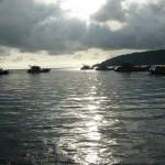 Zonsondergang bij de vissersschepen